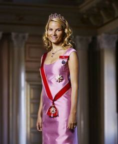 Crown Princess Mette-Marit wore this tiara for an official photo in 2004.