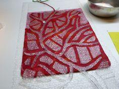 Klicken zum Schliessen White muslin on solid colour base to give patterned effect.