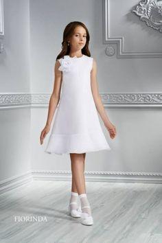 vestido-corto-sencillo-blanco-de-niña-para-comunion- Baby Girl Frocks, Frocks For Girls, Little Girl Dresses, Girls Dresses, Flower Girl Dresses, Girls Communion Dresses, Kids Gown, Floral Chiffon Dress, Cute Wedding Dress
