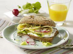 Gesundes Frühstück - der Fit-Start in den Tag! - roggenbroetchen-mit-kaese  Rezept