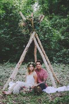 bohemian love shoot in the woods - photo by Hello Miss Lovely http://ruffledblog.com/bohemian-love-shoot-in-the-woods
