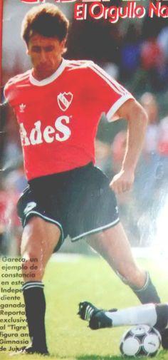 """RICARDO GARECA EN 1994+ Uno de los pocos jugadores que llegaron de Velez y tuvieron un paso digno. Al borde de su retiro, logró en Independiente, ese año, su único título nacional como futbolista. La foto pertenece a la desaparecida revista """"Independiente, el orgullo nacional"""""""