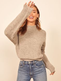 4 Fall Items to Own If You Live in Jeans and a T-Shirt Mode Outfits, Casual Outfits, Fashion Outfits, Sweater Outfits, Fall Winter Outfits, Autumn Winter Fashion, Fall Fashion, Style Fashion, Womens Fashion