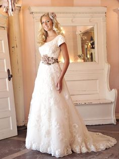 Vintage, lace elegance!  Wear it with or without the belt to completely change the look.  Give it a re-pin!