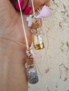 Πρωτότυπα μαρτυρικά βάπτισης με γυάλινο μπουκαλακι με χρυσόσκονη και ασημοσκονη Κρεμαστό για το λαιμό για μικρούς και μεγάλους! Καλέστε 2105157506