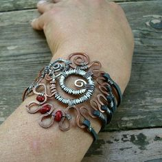 A big collection of jewellery from around the world. New postings are added daily.