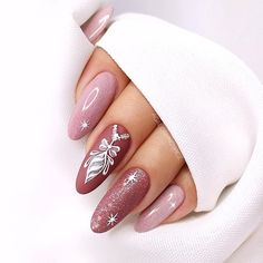 Nails Design: Night Entertainment for 42 Festive and Bright Nail Art Ideas For New 2019 – Page 37 of 42 – eeasyknitting. com Nails Design: Night Entertainment for 42 Festive and Bright Nail Art Ideas For New 2019 – Page 37 of 42 – eeasyknitting. Xmas Nails, New Year's Nails, Holiday Nails, Christmas Nails 2019, Christmas Time, Christmas Snowflakes, Nail Art Noel, Nail Art Diy, Xmas Nail Art