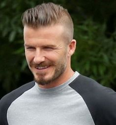 David Beckham Hair Cut - The long hair is one of the most envied hairstyles around - everyone wants long hair. Cabelo David Beckham, Estilo David Beckham, David Beckham Haircut, Thin Hair Haircuts, Undercut Hairstyles, Haircuts For Men, Short Hair Cuts, Short Hair Styles, Fohawk Haircut