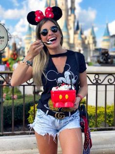 Walt Disney world outfits Disney World Outfits, Cute Disney Outfits, Disneyland Outfits, Disneyland Outfit Summer, Disney Fashion, Disneyland Couples, Disney Vacation Outfits, Disney Magic, Walt Disney