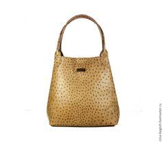 Купить или заказать Сумка замшевая 'Сочный лайм', кожаная женская сумка в интернет-магазине на Ярмарке Мастеров. Эта модель обладает лаконичным дизайном, который при кажущейся простоте выглядит очень благородно и выразительно. Именно поэтому эти модели так идеально вписываются в элегантные образы, дополняя платья-футляры, узкие юбки, шелковые блузы, изысканные жакеты и высокие каблуки. В данном случае модель выполнена в смелом решении яркая замша цвета 'лайм' и лаковая отделка сочного…