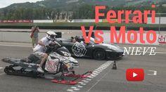 Espectacular carrera Ferrari vs Moto de nieve