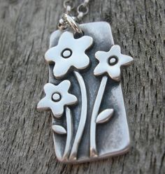 Lovely fine silver flower pendant.