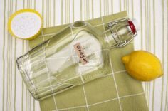 5 baking soda and vinegar cleaning solutions: Save a bundle on cleaning your home with these cheap alternatives to store-bought cleaning solutions. See our best baking soda and vinegar… Cleaning Items, Cleaning Recipes, Cleaning Hacks, Cleaning Supplies, Cleaning Agent, Vinegar Cleaning Solution, Cleaning Solutions, Garden Solutions, Green Cleaning