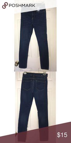 Joe Fresh Slim Cut Jeans Size 0 Gently used dark wash jeans, very comfortable and true to size Joe Fresh Jeans Skinny