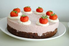 Brownie med jordbærmousse #dessert #styling