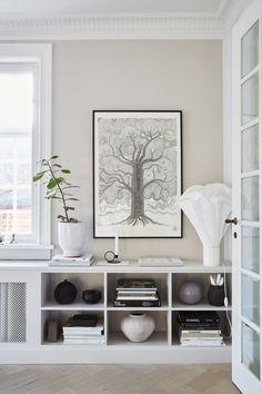 Beautiful Interior Design, Interior Design Inspiration, Home Interior Design, Interior Decorating, Style At Home, Living Room Interior, Living Room Decor, Wall Decor Design, Radiator Cover