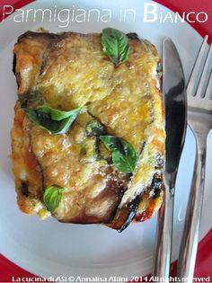 La parmigiana in bianco è una gustosa variante della sempre classica e buonissima parmigiana di melanzane, piatto estivo ^_^ Ricetta salata La cucina di ASI