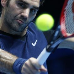 Roger Federer made up for his own mistakes in a see-saw match to earn his third straight victory at the season-ending ATP finals, eliminating Kei Nishikori 7-5, 4-6, 6-4 to secure top spot in his group.