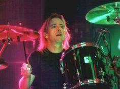 Phil Rudd AC/DC : [b] hoy posteo del Gran Phil tocando su bateria... espero que les guste la foto... saludos a todos los que pasan siempre... Mauro ACDC_FANS ACDC_FANS2 Mauro / Roo [/b] | acdc_fans2