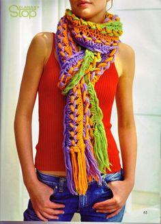 Bufanda clásica de varios colores.