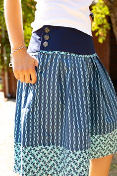 Traditional skirt Lisbetta with Dira - Shirt - Pr . Traditional skirt Lisbetta with Dira – Shirt – Prülla Diy Jewelry Unique, Diy Jewelry To Sell, Traditional Skirts, Glasses For Your Face Shape, Diy Jewelry Inspiration, Pajama Bottoms, Sewing Clothes, Betta, Refashion