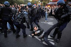 Manifestation des indignés Paris le 15 Octobre 2011 copyright: Eric Le Roux