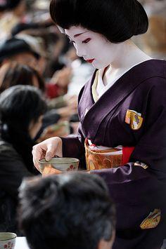 Japan - Geiko 芸妓 Serving Tea