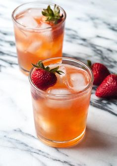 Kombucha is a popular tea that is known for its many health benefits. Now, people are taking Kombucha and adding the booze for a tasty - and healthy - cocktail hour. Check out these 13 delicious and creative Kombucha cocktail recipes that you can enjoy. Kombucha Benefits, How To Brew Kombucha, Kombucha Flavors, Kombucha Recipe, Drinks Alcohol Recipes, Cocktail Recipes, Cocktail Ideas, Alcoholic Beverages, Refreshing Drinks