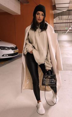 Winter Street Style Outfits to keep you stylish and warm . - Winter street style outfits to keep you stylish and warm … – Winter sty - Winter Outfits For Teen Girls, Winter Fashion Outfits, Fall Winter Outfits, Look Fashion, Teen Fashion, Preppy Fashion, Casual Winter, Winter Fashion Street Style, Stylish Winter Outfits