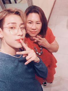 BamBam with his mom Youngjae, Got7 Bambam, Kim Yugyeom, Girls Girls Girls, Jinyoung, Korean Celebrities, Celebs, Selfies, Its Ya Boy