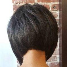 Inverted+Brunette+Bob+Haircut Like the back Inverted Bob Hairstyles, Short Bob Haircuts, Hairstyles Haircuts, Straight Hairstyles, Medium Hairstyles, Braided Hairstyles, Wedding Hairstyles, Layered Haircuts, Blonde Mode
