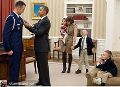 Daily Obama reminds us that former Presidents honored and respected the service and sacrifice of military families. Regrann from @obama_and_kids Members of the Price family watch as President @BarackObama presents the Defense Superior Service Medal to departing Military Aide Lt. Col. Sam Price in the Oval Office, Jan. 9, 2012. Photo credit @google #ThanksObama #MyPresident #AlwaysMyPresident #PeteSouza