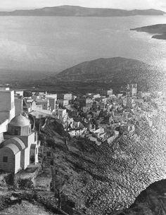 """The drowning island"" Herbert List 1937 GREECE. Cyclades. Santorini. 1937.  http://www.magnumphotos.com/C.aspx?VP3=SearchResult&ALID=2TYRYDRB4KQX  http://www.radiostraka.com"