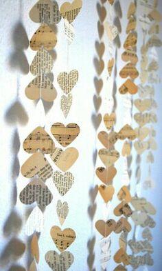 Paper hearts. Slinger van papieren hartjes