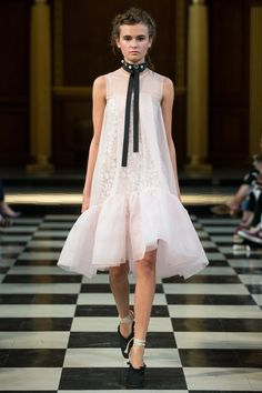 Huishan Zhang Spring 2017 Ready-to-Wear Fashion Show Collection: See the complete Huishan Zhang Spring 2017 Ready-to-Wear collection. Look 24 Fashion 2017, Look Fashion, Runway Fashion, Fashion Show, Fashion Dresses, Womens Fashion, Fashion Design, Fashion Details, Fashion Trends