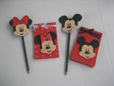Paty Artesanato em E.V.A: Ponteira e bloquinho minie e mickey Mickey E Minnie Mouse, Mickey Mouse Crafts, Mickey Mouse Parties, Mickey Party, Foam Crafts, Diy Crafts, Mickey Drawing, Creative Birthday Cards, Handmade Felt