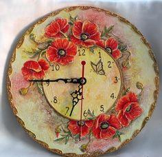 Boya İle Harika Bir Saat Çalışması Bu harika çalışma resim yapmayı sevenler ve evde boş vakti olanlar için hatta kursa gidenlerde bu harika çalışmayı yapabilirler.. Bu şık saat veya