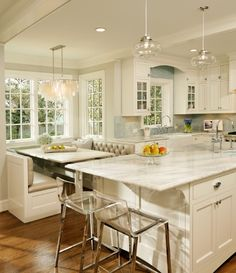 TOTALLY having a breakfast nook in my kitchen! :)