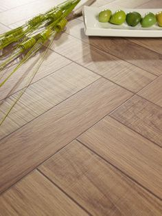 Colour of this flooring Dyi Flooring, Natural Flooring, Wooden Flooring, Kitchen Flooring, Hardwood Floors, Wood Floor Design, Tile Bedroom, Transition Flooring, Floors And More