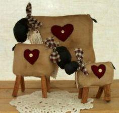 Sheep trio with cinnamon stick legs Primitive Sheep, Primitive Patterns, Primitive Crafts, Cute Sewing Projects, Craft Projects, Sheep Crafts, Barn Wood Crafts, Sheep Art, Primitive Gatherings