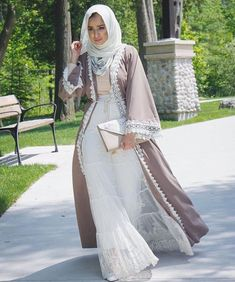 Love the robe-style outer layer. #hijab #fashion