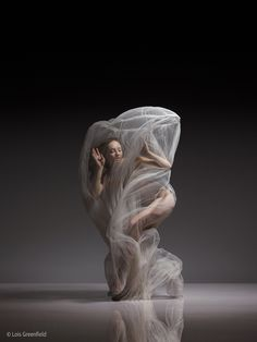 Interview: Dynamic Photos of Dancers Frozen Mid-Movement by Lois Greenfield - My Modern Met