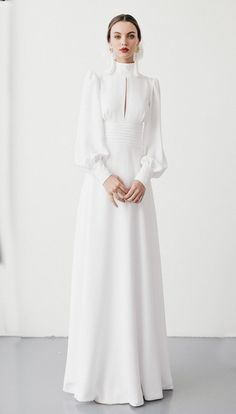 50 dresses similar to the one worn by Meghan vestidos similares al que lució Meghan Markle Dresses for a Winter Bride # # dress - Simple Wedding Dress With Sleeves, Wedding Dress Types, Dresses With Sleeves, Dress Sleeves, Gown Wedding, Lace Wedding, Long Sleeve White Gown, Elegant Dresses, Beautiful Dresses