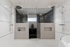 Kauniit materiaalit kylpytiloissa Sauna Shower, Bathroom Renovations, Bathrooms 2017, Closet, Sweet Home, Bathtub, Mirror, Furniture, Home Decor