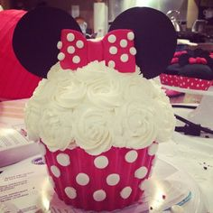 Minnie Mouse giant cupcake Minnie Mouse birthday party first birthday, for Makenna! Baby Girl First Birthday, First Birthday Parties, First Birthdays, 2nd Birthday, Birthday Ideas, Birthday Recipes, Minnie Mouse Birthday Theme, Red Minnie Mouse, Giant Cupcakes