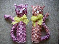 Mačky pletené z papiera