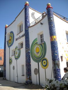 ■Ostsee wallpaint a la Hundertwasser b. Friedensreich Hundertwasser, Street Art News, Street Art Graffiti, Renovation Facade, Architecture Organique, Art Et Architecture, Unusual Buildings, Mary Cassatt, Gaudi