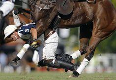 Acción en Deportes, el argentino Emiliano Lasalvia ganó el primer lugar con la captura del competidor de polo Pablo Mac Donough, quien cae de su caballo durante el Abierto de Polo en Buenos Aires.  - See more at: http://culturacolectiva.com/ganadores-del-world-press-photo/#sthash.xhpIet70.dpuf