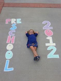 or mile-stone photo idea doing this, this year! First Day Of School Pictures, 1st Day Of School, School Photos, Pre School, Pre K Graduation, Kindergarten Graduation, Graduation Pictures, Preschool Photography, Preschool First Day