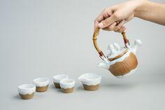 手工陶茶壺給每個人的感覺都不一樣,每個茶壺都附有自己的個性就像人一樣,都是獨一無二的,沒有任何人可以取代。通過茶壺為媒介,傳達品茶的含義。茶壺的造型以刺猬和松鼠爲主,且附有小故事。Everybody feels different about handmade ceramic teapot. Every teapot has its own personality as every man does. It is unique and nothing can replace it. I use teap…
